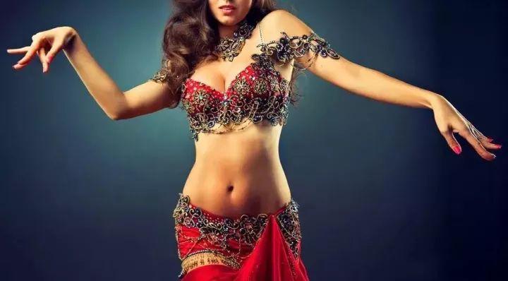 Una dintre marile legende ale dansului oriental mondial este de origine română