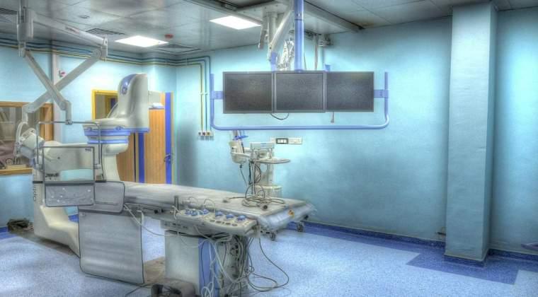 Premieră în medicina românească: trei persoane, operate de un robot