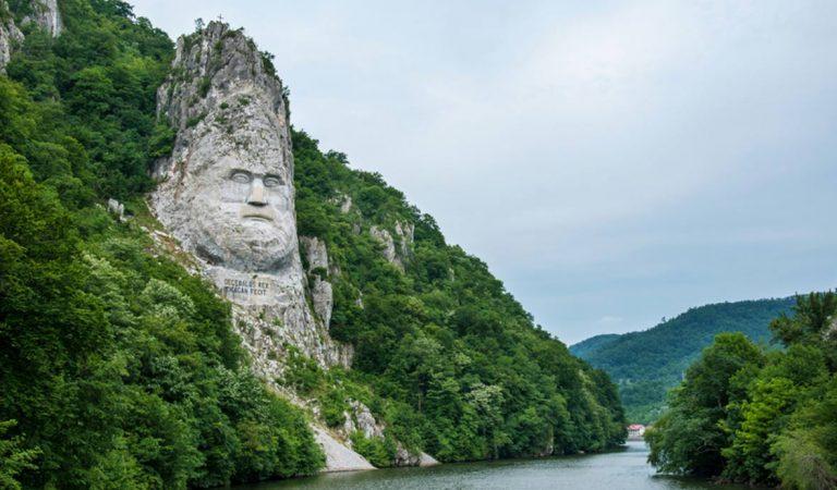 Chipul lui Decebal – cea mai mare sculptură realizată în piatră de pe teritoriul Europei