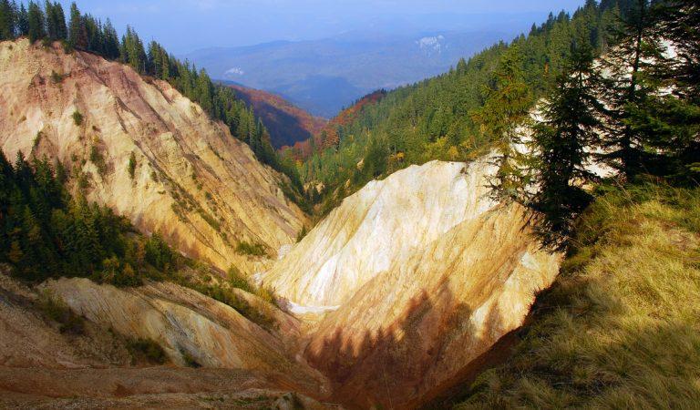 Groapa Ruginoasă din Apuseni, un peisaj românesc de poveste!