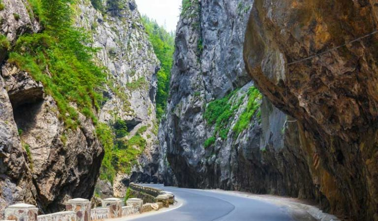4 trasee rutiere din România pe care să le parcurgi măcar o dată