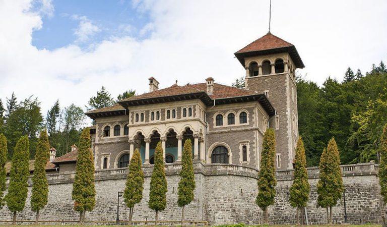 Picturi realizate cu solvenţi, alcool, sodă, cafea, expuse la Castelul Cantacuzino