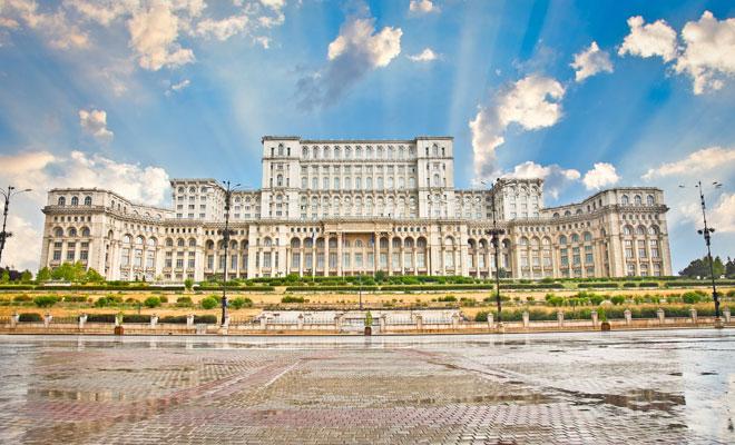 Istoria pe scurt a Palatului Parlamentului, la zece ani după includerea sa în Cartea Recordurilor.