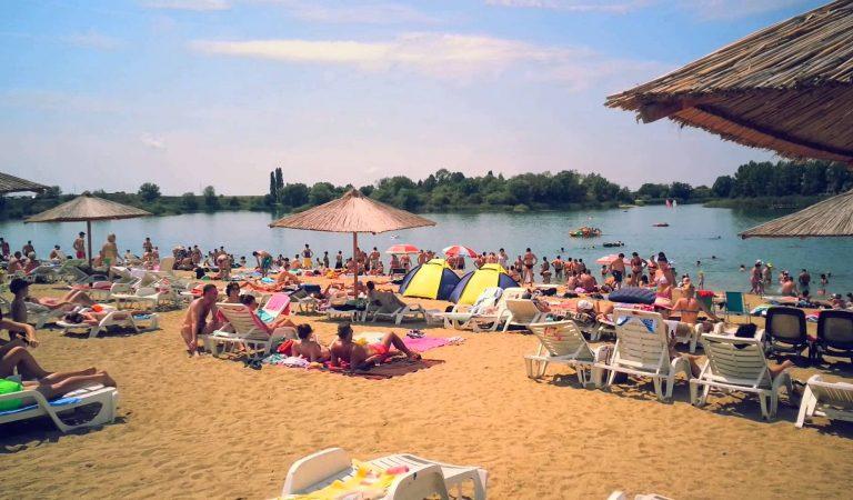"""Cum arată """"Litoralul Vestului"""" din Arad. Atrage peste 100.000 de turişti în fiecare an."""