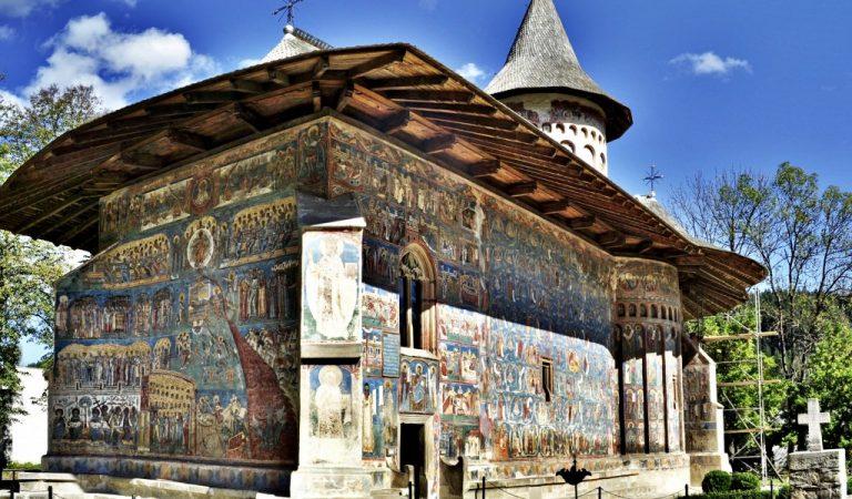 Tainele Mănăstirii Voroneţ. Zece lucruri mai puţin ştiute despre Capela Sixtină a Estului şi despre cum a apărut superba culoare Albastru de Voroneţ