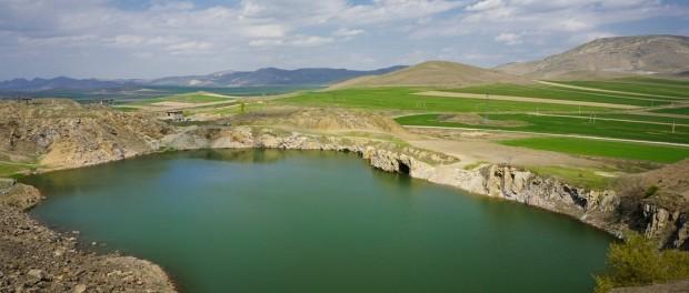 Unic în România: lacul Iacobdeal din Munții Măcinului