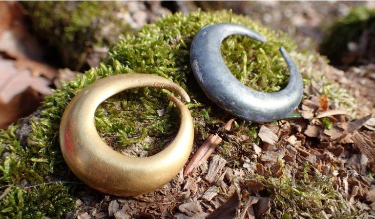 Descoperire de excepție în județul Brașov: inele din aur și argint vechi de 4.500 de ani și multe alte obiecte străvechi. Foto în premieră
