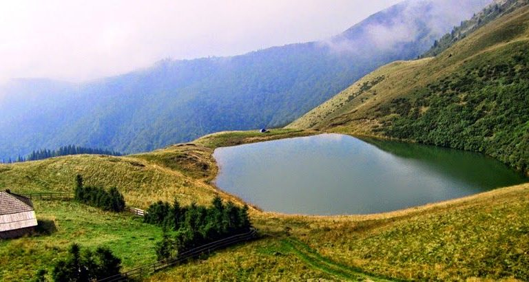 Lacul fără fund din România, un loc încărcat de legende