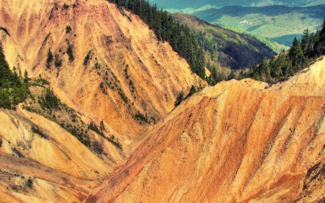 Groapa Ruginoasa Si Canionul Valea Seaca