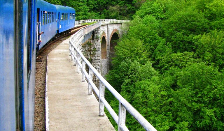 Cu trenul de la Oraviţa la Anina, pe cea mai veche cale ferată montană din România