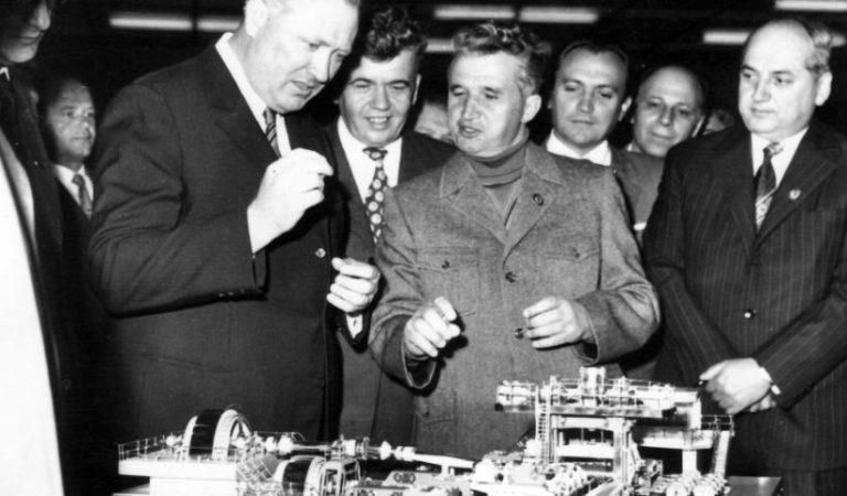 """Cum scria Nicolae Ceaușescu? Câte greșeli gramaticale făcea """"Tovarășul"""" într-o propoziție?"""