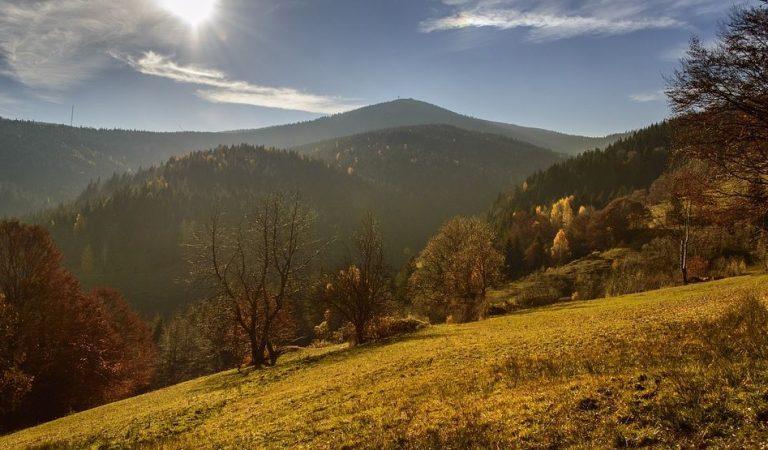 Trei destinaţii turistice din România încărcate de legende