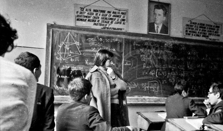 Profesor de matematică: Elevii de 10 la Evaluarea Naţională n-ar fi luat nici 5 la examenul din 1985
