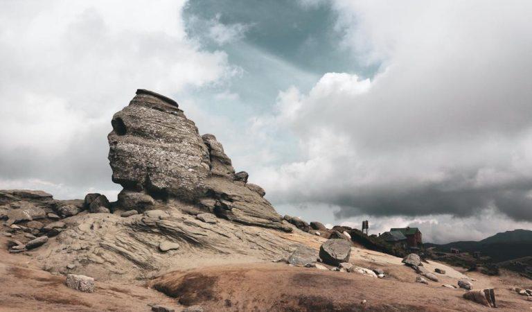 Sfinxul din Bucegi, un adevărat mister pentru turiști