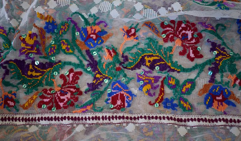 Ia românească- povestea cămășii tradiționale populare
